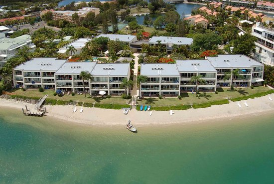 Noosa Harbour Resort: Absolute Riverfrontage