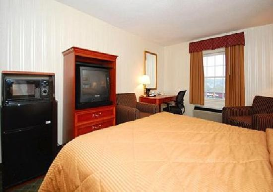 Comfort Inn: My room with the microfridge