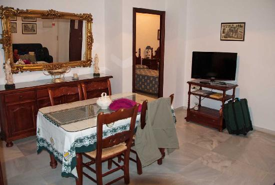 Pension San Benito Abad: Living room dining room 2