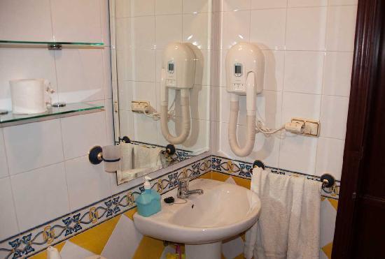 Pension San Benito Abad: Bathroom 2
