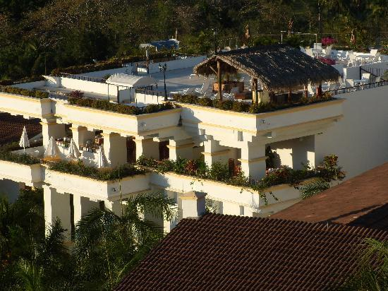 Park Royal Huatulco: 7th level pool and breakfast/snack restaurant