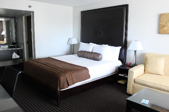 Four Points by Sheraton Anaheim: Bed