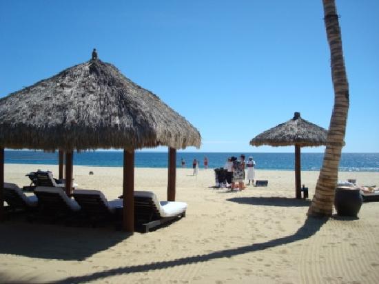 Cabo Azul Resort Beach Cabanas And Jewelry Vendors
