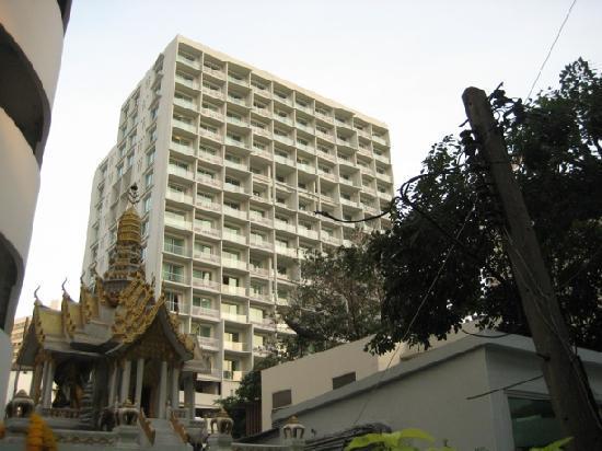 Shama Sukhumvit Bangkok : View from entrance gate