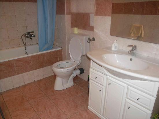 Origo Hostel & Guesthouse: Bathroom