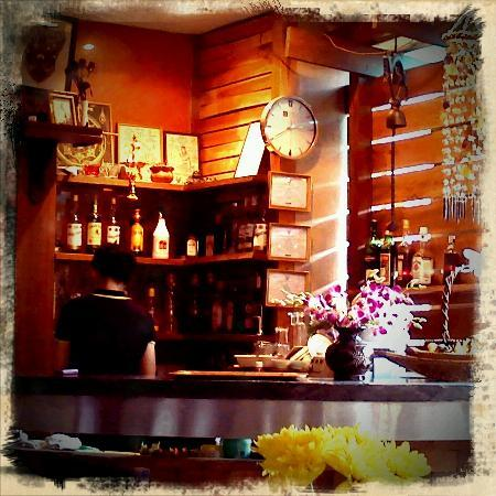 Baan Bandalay: bar counter at the restaurant which you will pass before reaching the reception