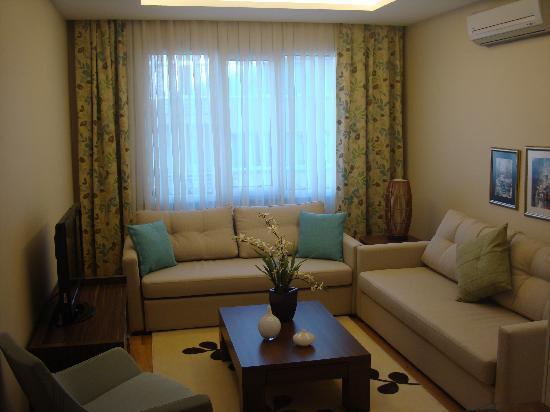 Cheya Residence Tesvikiye: two bedroom apartment living room