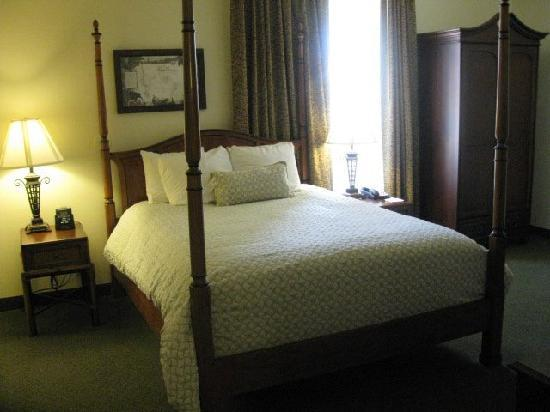Embassy Suites by Hilton Charleston - Historic Charleston: Standard Queen Suite