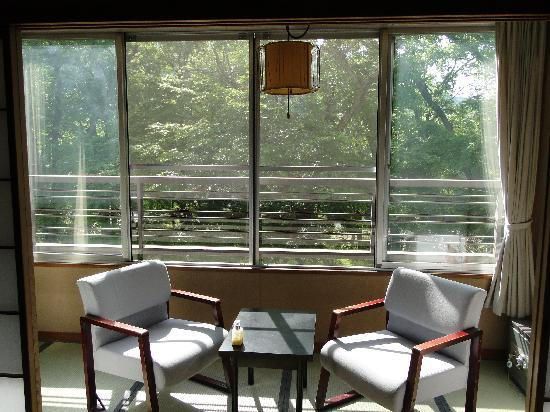 Inn Yokotei: Full of trees outside the window, japanese style room