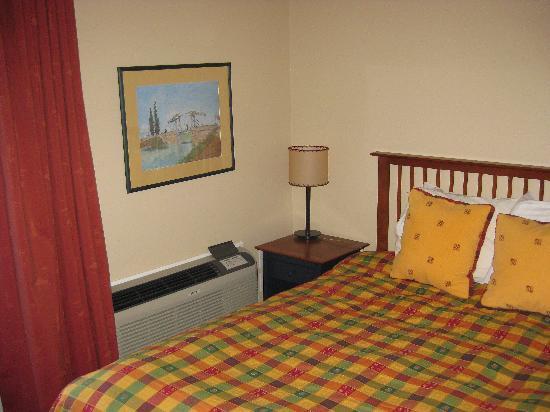 Auberge du Vieux Foyer: Bedside