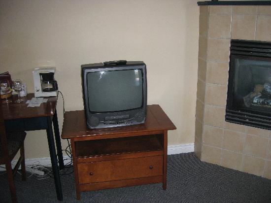 Auberge du Vieux Foyer : old television
