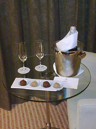 Lagoas Park Hotel: O ESPUMANTE E AS DELICIOSAS TRUFAS DE CHOCOLATE (Pacote VIP LUA DE MEL)