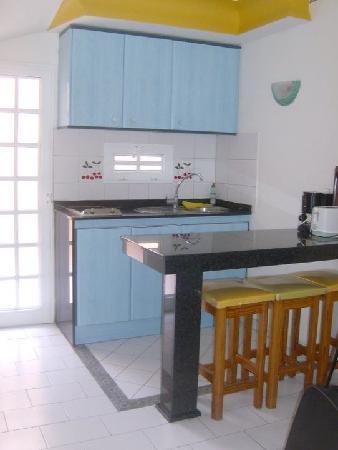 Parque Nogal Apartments: Kitchenette Area