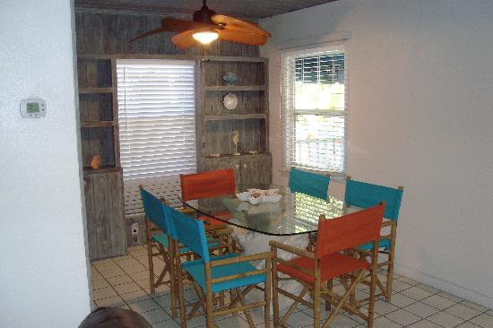 The Ringling Beach House - A Siesta Key Suites Property: Tiger Dining Room