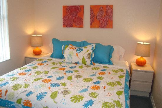 The Ringling Beach House - A Siesta Key Suites Property: Flying Trapeze Master Bedroom