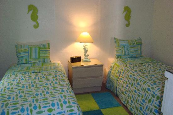 The Ringling Beach House - A Siesta Key Suites Property: Seal Twin Bedroom