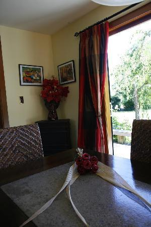Bearsden Bed and Breakfast: Beautifully decorated dining area