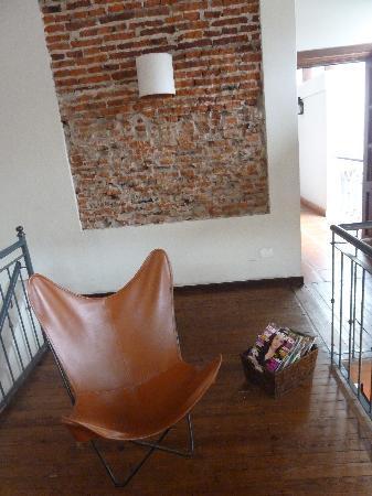 Posada Gotan: Petit coin lecture au premier étage