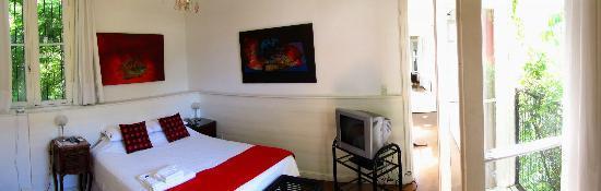 Jacaranda, studio & suite : Suite bedroom view