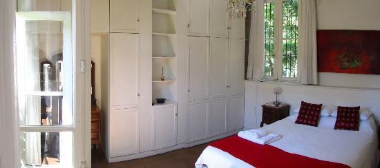 Jacaranda, studio & suite : Bedroom view 2