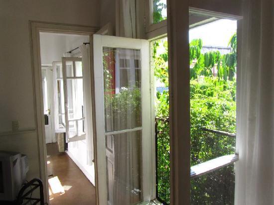 Jacaranda, studio & suite : View down the suite corridor past the kitchen