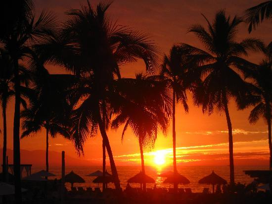 Sheraton Buganvilias Resort & Convention Center: Another beautiful sunset