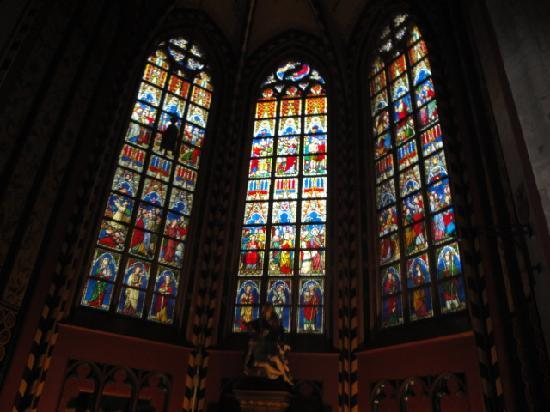 Liebfrauenkathedrale (Onze-Lieve-Vrouwekathedraal): Buntglasfenster