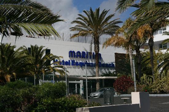 Hotel Esquinzo Beach Fuerteventura: Haupteingang zum Hotel mit Rezeption und sehr freundlichem Empfangspersonal