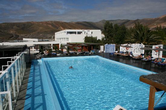 Hotel Esquinzo Beach Fuerteventura: Ruhepool ebenfalls mit Windschutz da auf dem Dach des Hauptgebäudes