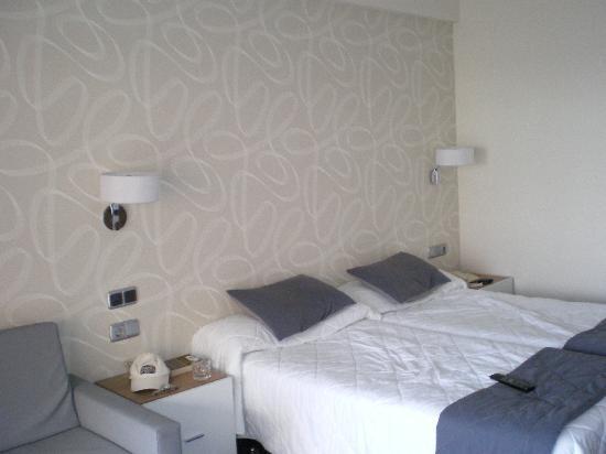 Hotel RH Corona del Mar : Bedroom View