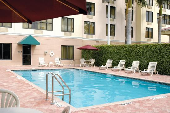 Comfort Suites Miami / Kendall: Outdoor Pool