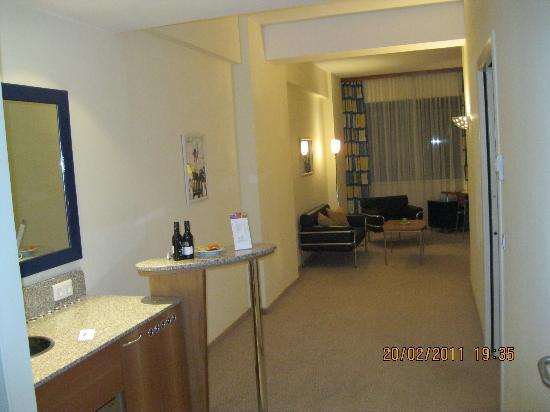 Starlight Suites Hotel: Eingang