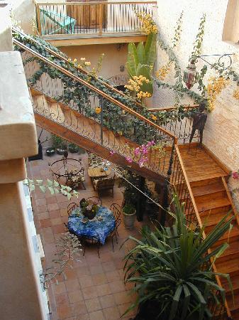 Jamm: patio et escalier