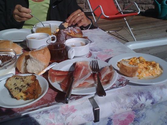Moena, Italien: colazione all'aperto