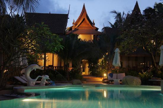 Thai House Beach Resort: pool area