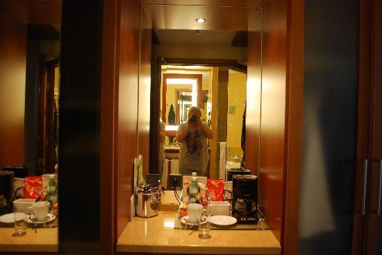 The Westin Warsaw: Tea/Coffee facilities in room