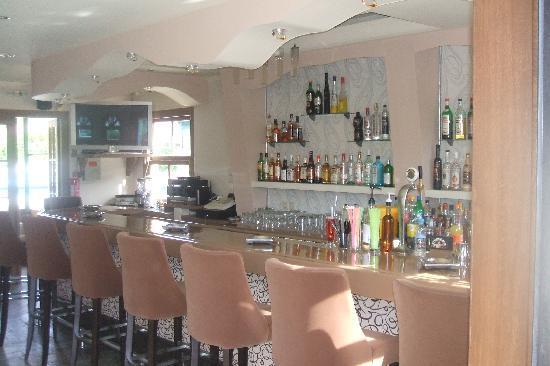 SeaBird Hotel: The Bar