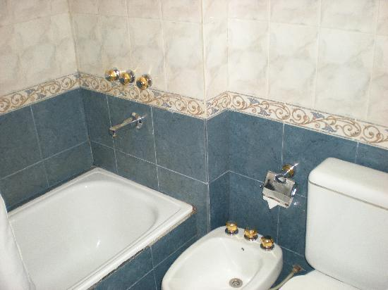 Apart Hotel Libertador: Baño