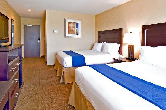 Holiday Inn Express Hotel & Suites Riverport: 2 Queen Beds, micro, fridge, coffee all rooms