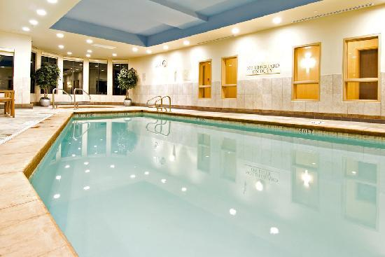 Holiday Inn Express Hotel & Suites Riverport : Swimming pool, Hot Tub, Fitness, Laundry