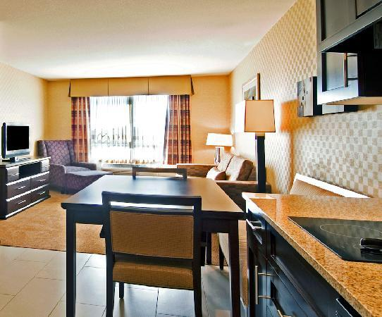 Holiday Inn Express Hotel & Suites Riverport : One bedroom Suite, with kitchen