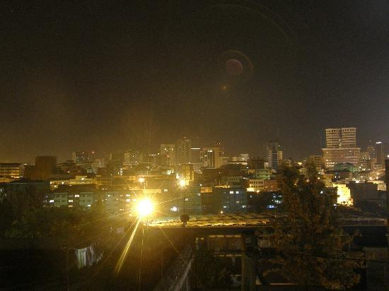 Khweza Bed & Breakfast: Night time view from roof