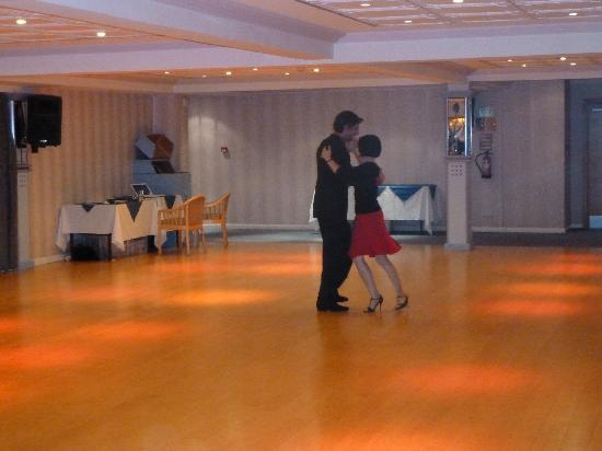 TLH Carlton Hotel: Dance teachers Fernando and Elaine