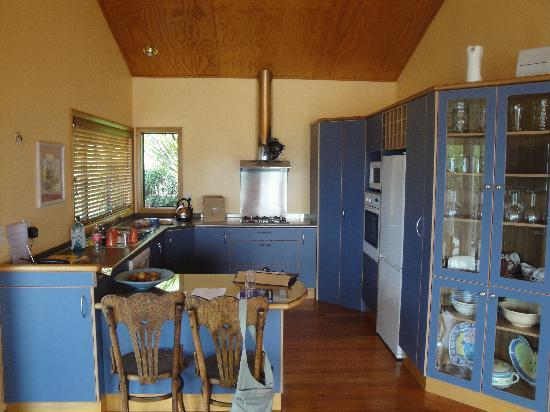 Abel Tasman Villa: Kitchen