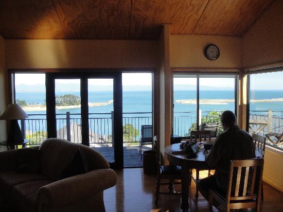 Abel Tasman Villa: Lounge & View