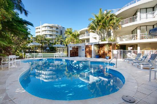 Noosa Pacific Riverfront Resort: Gardenside heated pool