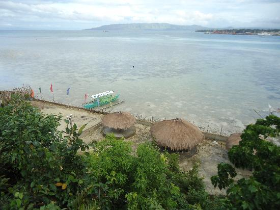 Totolan, Filipinas: Olmans View Resort's beach area and boat