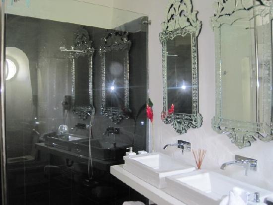 Hotel Aguamarina: awesome bathroom