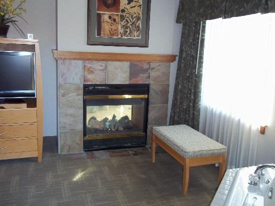 The Skagit Casino Resort: Two sided fireplace