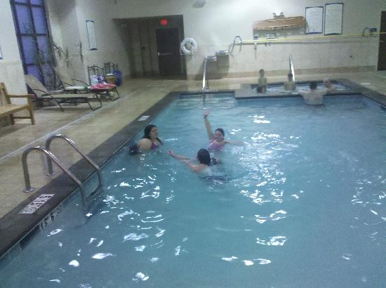 Staybridge Suites West Chester : loving the pool